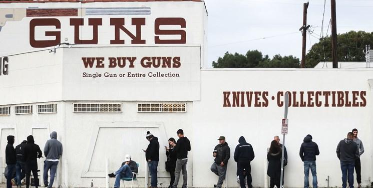 هجوم آمریکایی ها برای خرید سلاح در پی شیوع کرونا