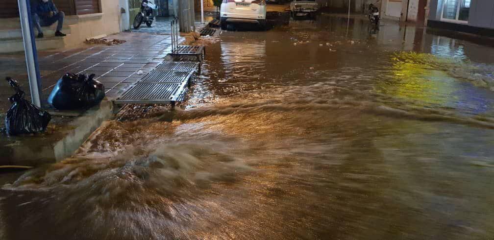 خبرنگاران بارش تابستانی شهروندان لاری را غافلگیر کرد