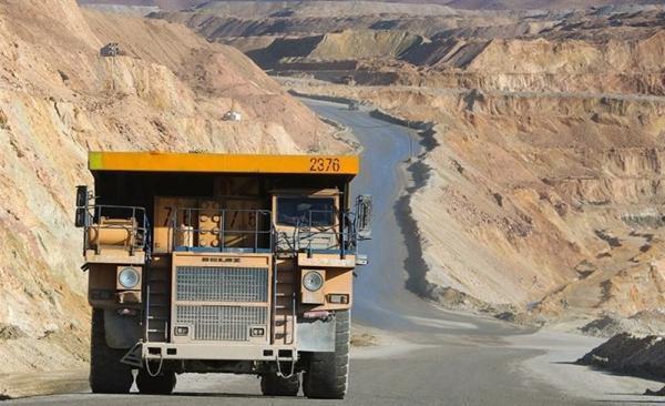 عبور روزانه 300 تریلی حمل مواد معدنی از جاده 8 متری، وقوع روزانه یک تصادف در جاده منتهی به تخت سلیمان